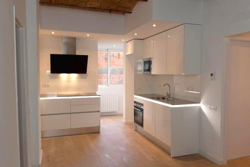 Reformas integrales de pisos: ¿es necesario contratar un arquitecto o un aparejador?